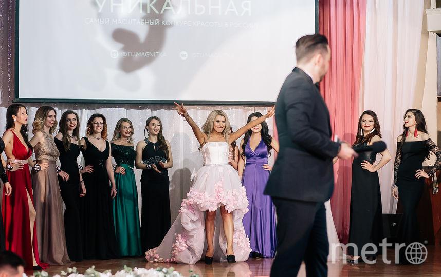 Оксана Зотова триумфально поднимает руки. Фото Яна Терехова/Instagram/yanaterekhova