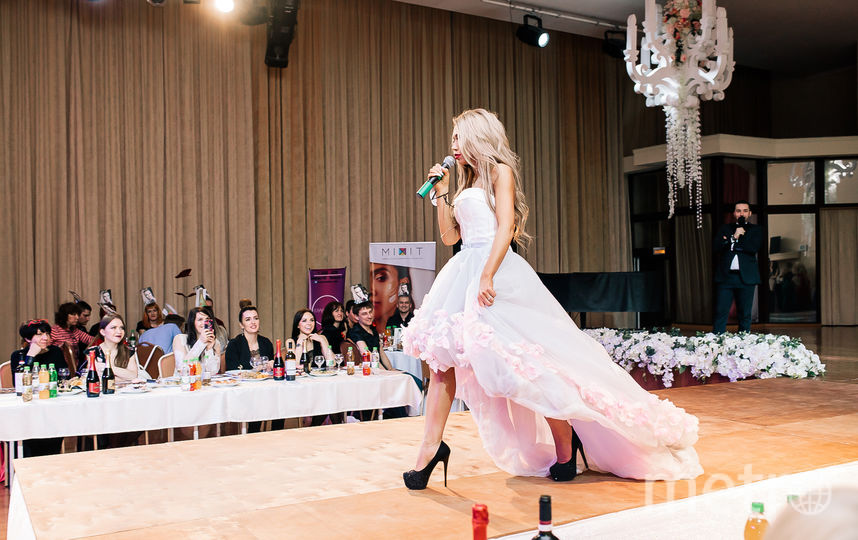 Оксана Зотова на подиуме. Фото Яна Терехова/Instagram/yanaterekhova