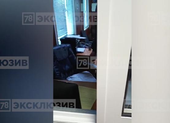 """""""Ты зачем меня дверью бьешь дверью?!"""": В Сети опубликовано видео конфликта Милонова. Фото скриншот видео www.78.ru"""