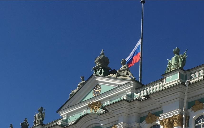 Эрмитаж приспустил флаг. Фото vk.com/hermitage_museum, vk.com