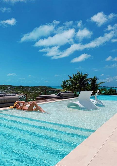Белла Хадид на Карибских островах.