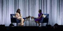 Мишель Обама в костюме-пижаме в Париже говорила про Нотр-Дам
