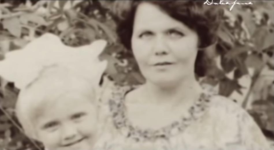 Валерия с мамой. Фото Скриншот Youtube