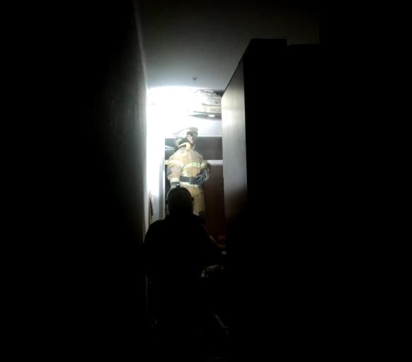 На место ЧП прибыли сотрудники МЧС. Фото скриншот видео, предоставленного Павлом Викулиным.