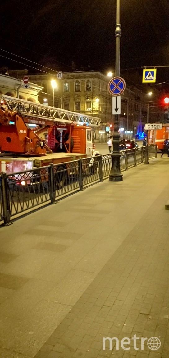 """Фото с Рубинштейна во время пожара. Фото https://vk.com/spb_today, """"Metro"""""""