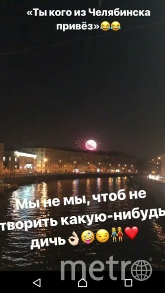 В Петербурге две девушки взобрались на коней Аничкового моста. Фото unreleased_dtp, vk.com