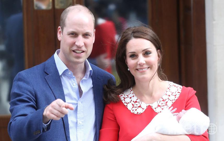 Кейт Миддлтон, принц Уильям и новорожденный принц Луи. Фото Getty