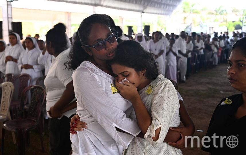 На Шри-Ланке проходят первые похороны погибших в результате серии взрывов. Фото AFP