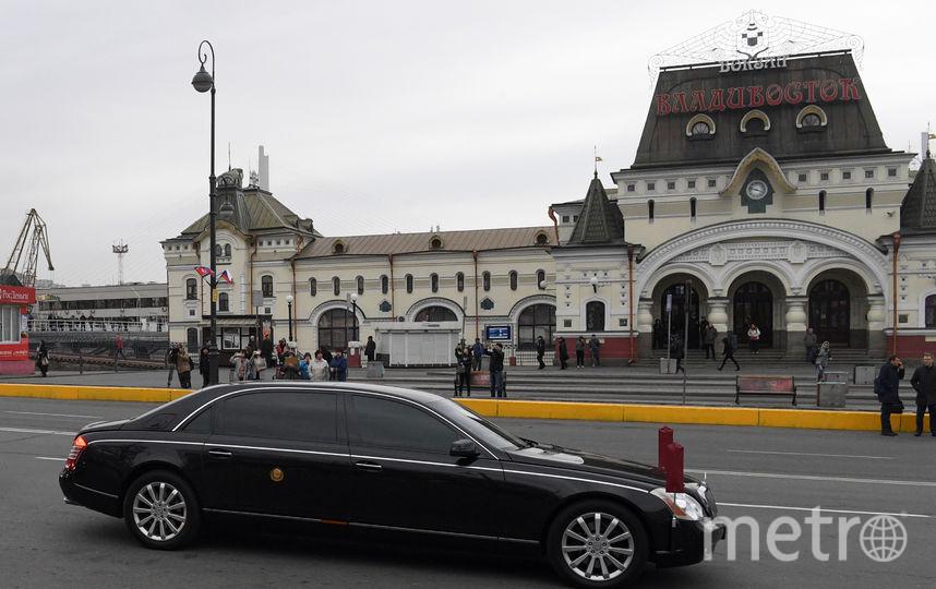 К приезду Ким Чен Ына постелили красную ковровую дорожку. Фото AFP