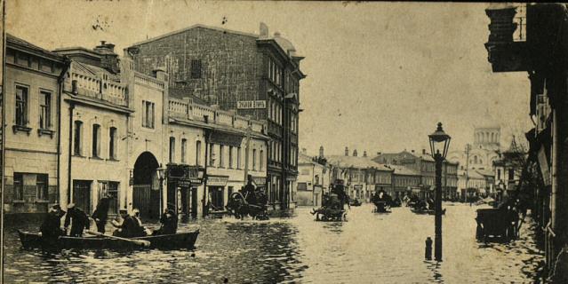 Большая Дорогомиловская улица в одночасье превратилась в венецианский канал.
