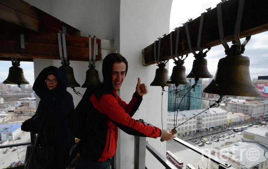 Верующие на колокольне храма (архивное фото). Фото РИА Новости