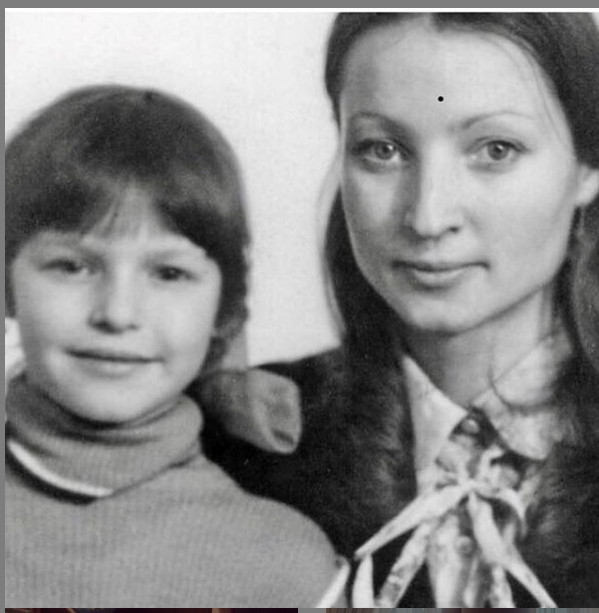 "Настя с мамой. Фото https://www.instagram.com/volochkova_art/, ""Metro"""
