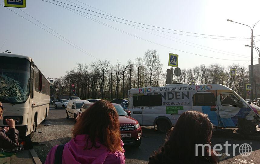 "Фото с места ДТП на Стачек. Фото https://vk.com/spb_today, ""Metro"""