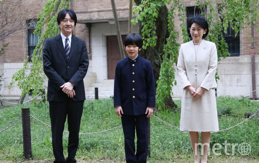 Принц Хисахито со своими родителями. Фото AFP