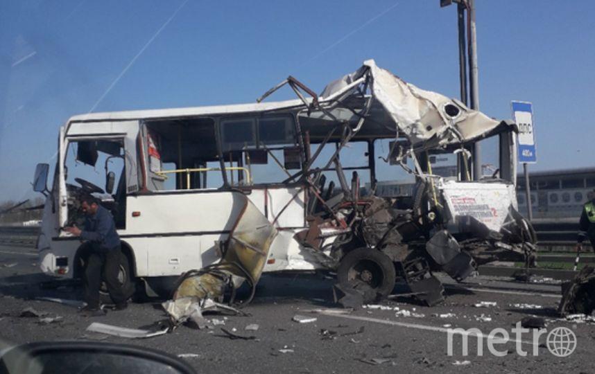 На КАД столкнулись автобус и фура. Фото https://vk.com/spb_today