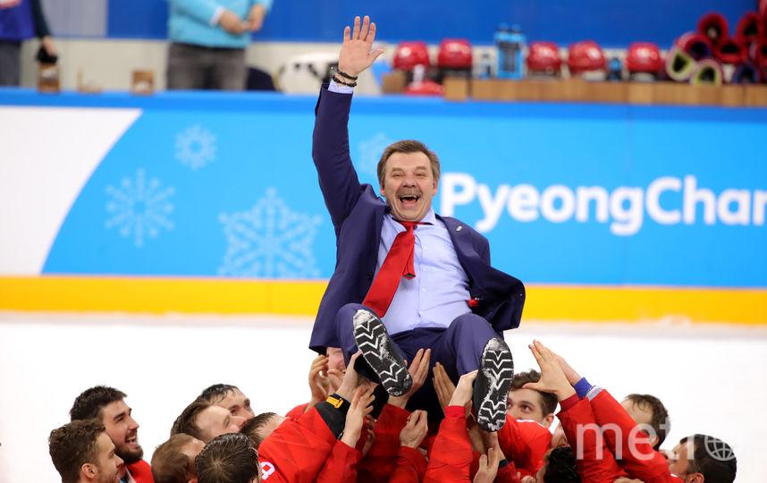 Российский тренер Олег Знарок празднует победу на Олимпиаде 2018-го года. Фото Getty