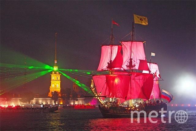 """Под алыми парусами в Неву войдет корабль - это станет кульминацией праздника. Фото """"Metro"""""""