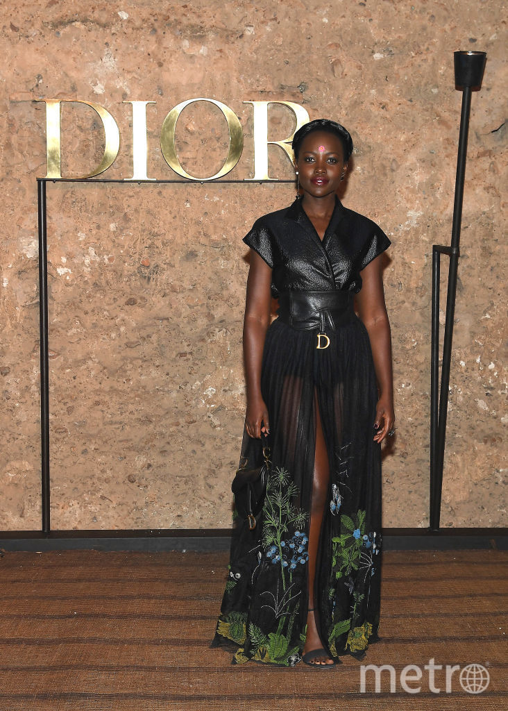 Показ Dior в Марракеше. Люпита Нионго. Фото Getty