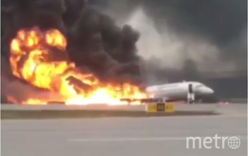 """В столичном аэропорту """"Шереметьево"""" при посадке загорелся самолёт. Фото Скриншот , Скриншот Youtube"""