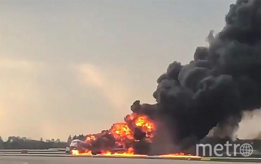 """Самолёт Sukhoi Superjet 100 компании """"Аэрофлот"""" экстренно вернулся в воскресенье вечером в аэропорт Шереметьево и совершил жесткую посадку после 28 минут полёта. Фото AFP"""