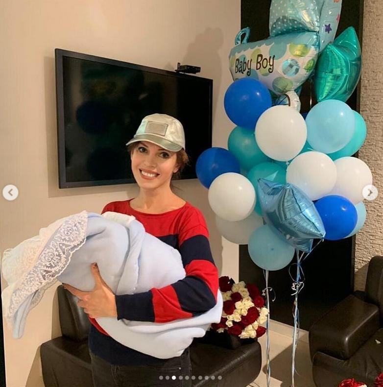 Наталья Штурм с новорожденным внуком. Фото Скриншот Instagram: @nataliashturm