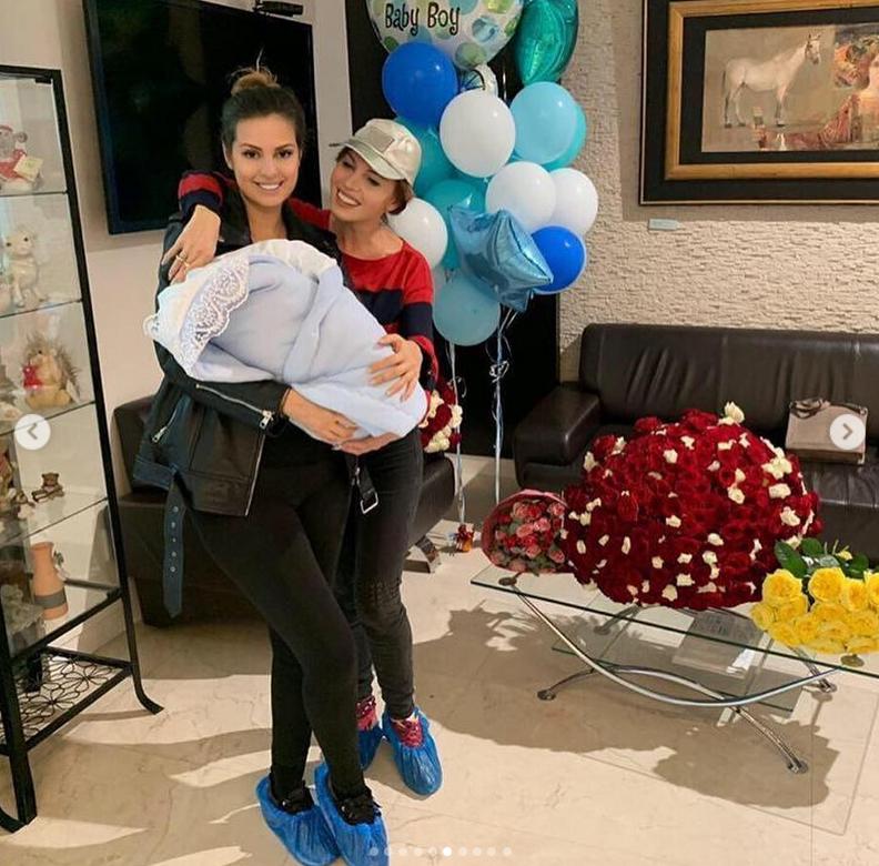 Наталья Штурм с дочерью Еленой и новорожденным внуком. Фото Скриншот Instagram: @nataliashturm
