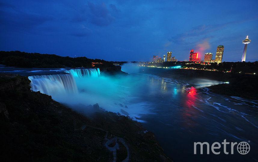 Ниагарский водопад светился голубым в честь рождения принца Джорджа, 2013 год. Фото Getty