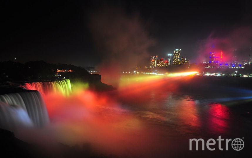 Ниагарский водопад светился разными цветами в поддержку больных раком, 2014 год. Фото Getty