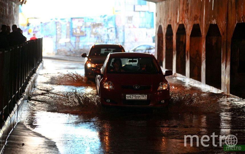 Ливни, грозы и порывистый ветер ожидают Москву в среду. Фото Василий Кузьмичёнок
