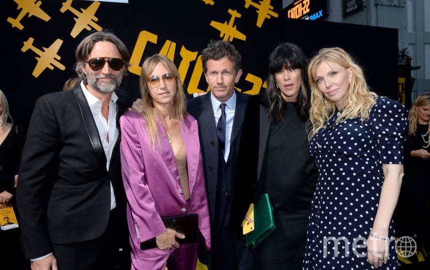 Кортни Лав и другие на премьере сериала. Фото Getty