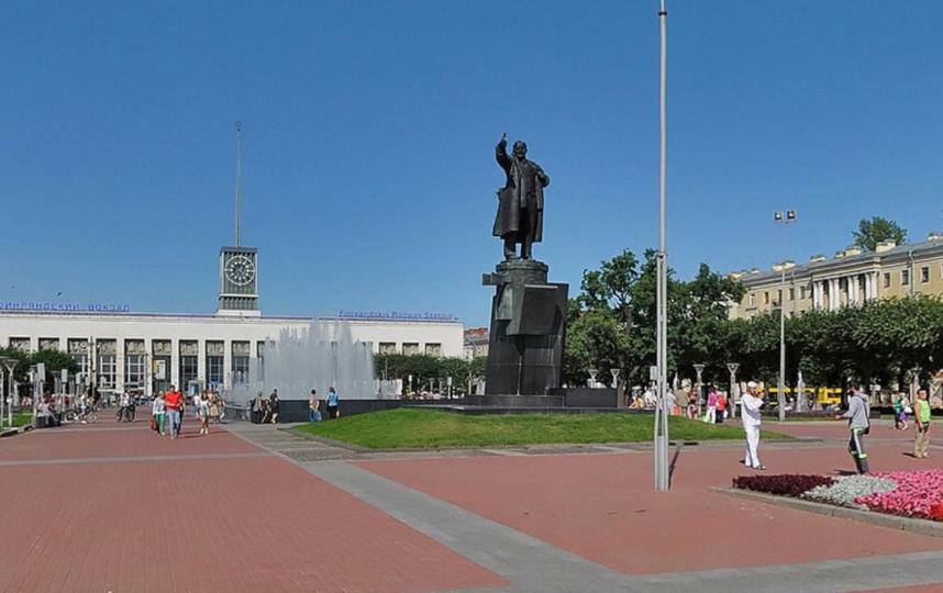 Фонтанный комплекс на площади Ленина.