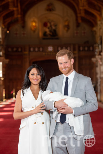 Меган Маркл и принц Гарри с новорожденным сыном. Фото Getty