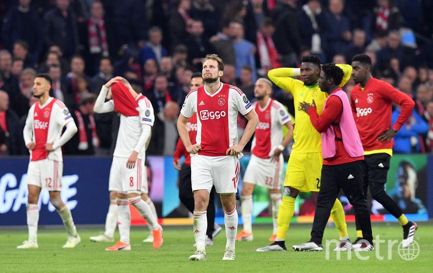 """Игроки """"Аякса"""" не могут поверить, что команда пропустила решающий мяч на пятой добавленной минуте. Фото AFP"""