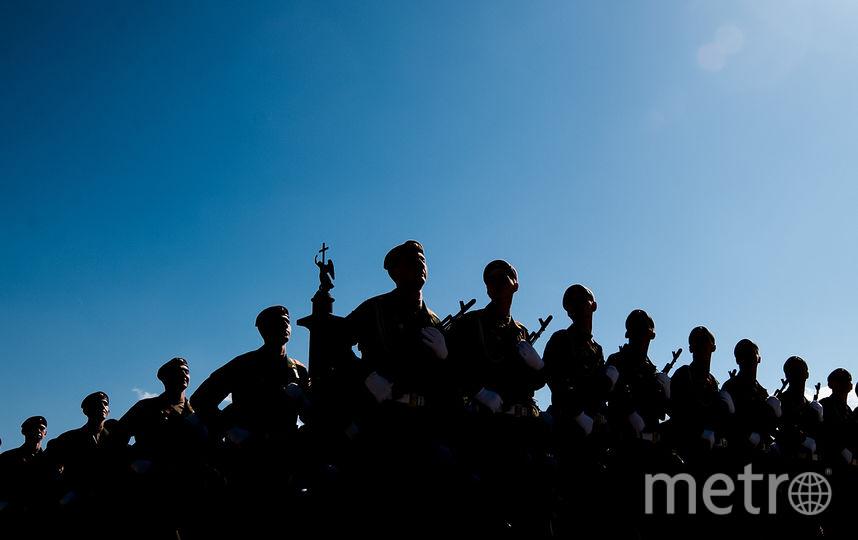 """Пешая часть парада выдалась яркой, не подвела и погода. Фото """"Metro"""""""