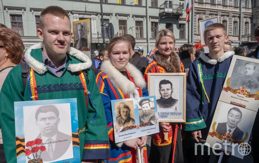 """По Петербургу в рамках акции памяти """"Бессмертный полк"""" прошли представители разных национальностей. Фото Алёна Бобрович, """"Metro"""""""