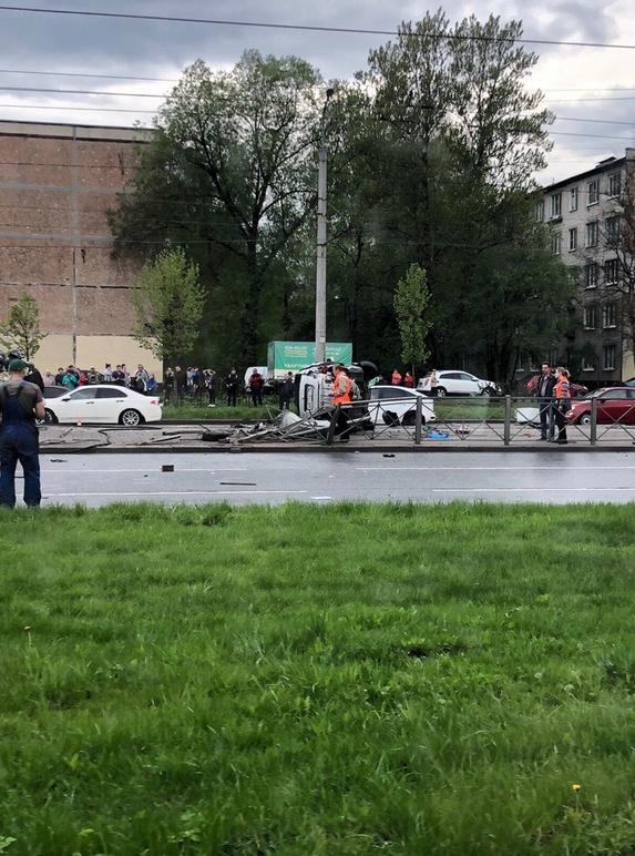 В результате ДТП на Бухарестской один человек погиб, еще четверо - в больнице. Фото https://vk.com/spb_today