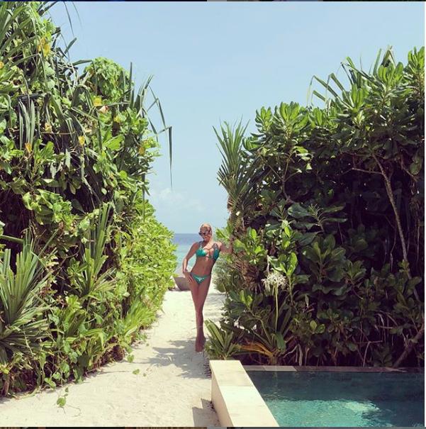 "Волочкова радует новыми фото на Мальдивах. Фото https://www.instagram.com/volochkova_art/, ""Metro"""