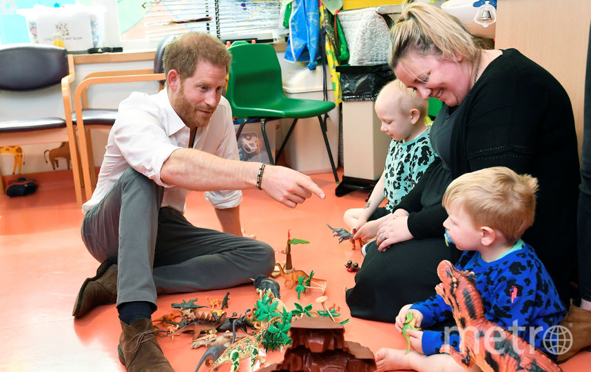 Принц Гарри с маленькими пациентами Оксфордской детской больницы. Фото Getty