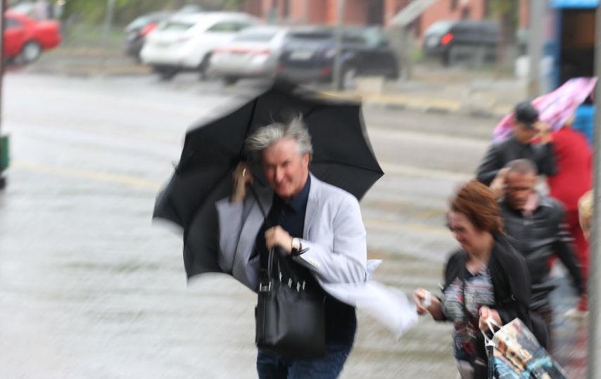15 мая и до утра 16 мая ожидается сильный дождь, гроза, при грозе порывы ветра до 17 м/с. Фото Василий Кузьмичёнок