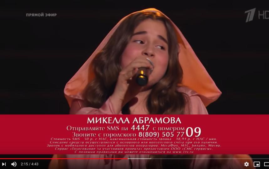 """Микелла Абрамова была в команде Светланы Лободы. Фото скриншот с официального канала проекта """"Голос. Дети"""" на YouTube"""