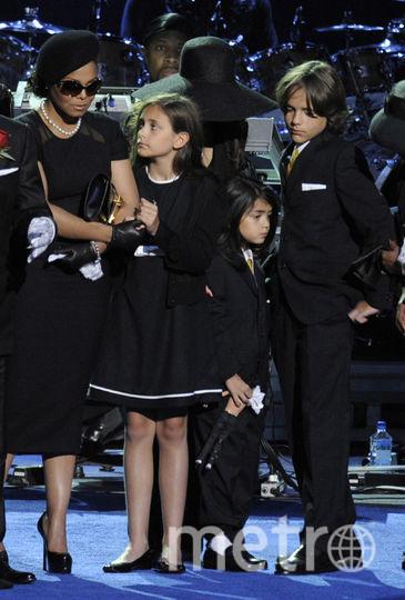 Дети и сестра Майкла Джексона Джанет. Фото Getty