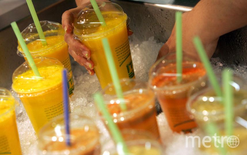 Опасен не сам сок, а содержащийся в нём сахар. Фото Getty