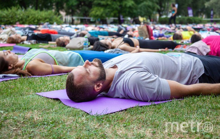 """Массовые тренировки могут собирать по несколько сотен петербуржцев. Фото  vk.com/generationyoga, """"Metro"""""""