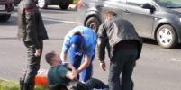 Подросток перебегал дорогу и угодил под мотоцикл в Петербурге