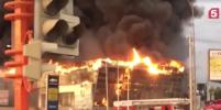 Горит как факел, столб черного дыма: в Кемерове горит автосалон Hyundai (видео)