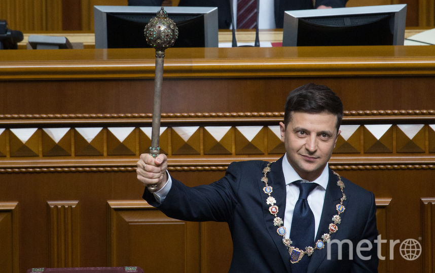 Владимир Зеленский смело взял власть в свои руки, тогда как его герой принял булаву с большим смущением. Фото AFP