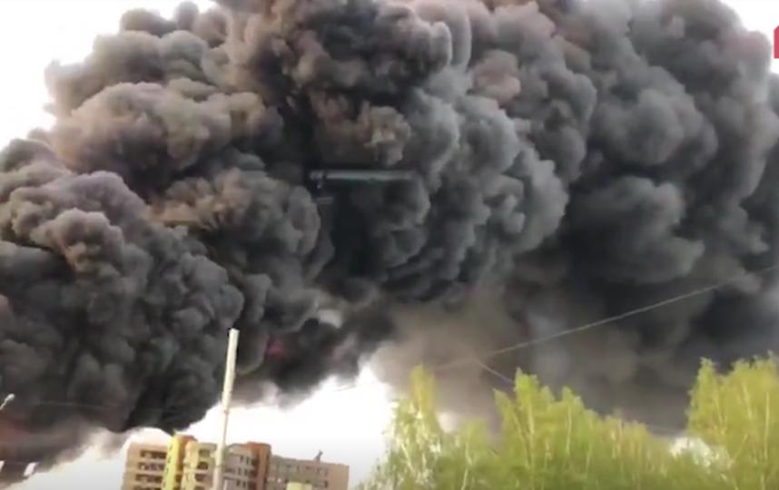 Пожар в Кемеровском автоцентре потушен. Фото скриншот видео 5tv.ru