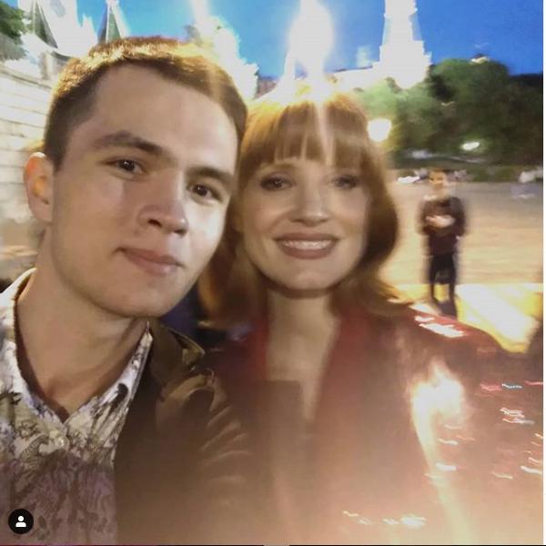 Джессика Честейн с фанатами в Москве. Фото скриншот instagram.com/pushkintwo/