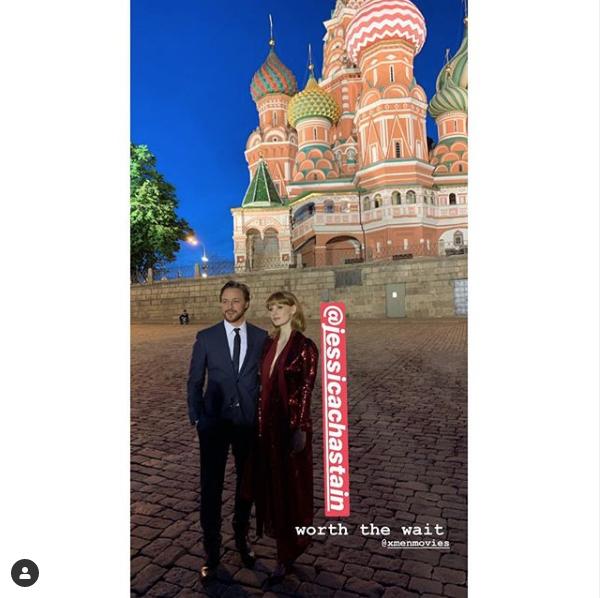 Джеймс Макэвой и Джессика Честейн у храма Василия Блаженного в Москве. Фото скиншот instagram.com/jamesmcavoymexico/