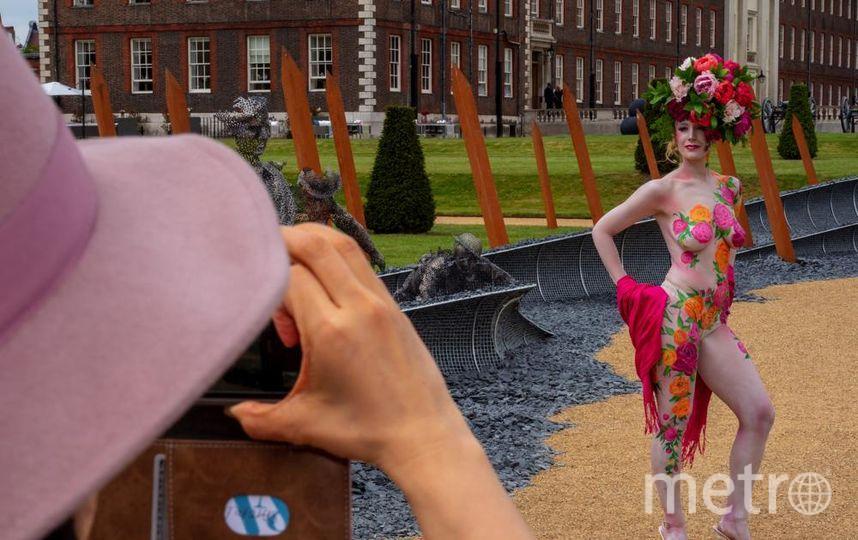 Выставка Chelsea Flower Show. Цветочная обнаженка - девушка в узорах впечатлила посетителей. Фото Getty